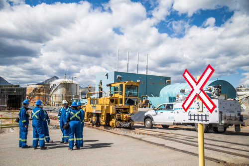 Safety Discussions at Sulfur Plant'