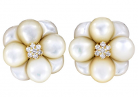 18K Yellow Gold Diamond & Mother of Pearl Flower Ear