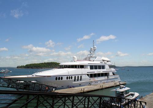 Yacht Charter'