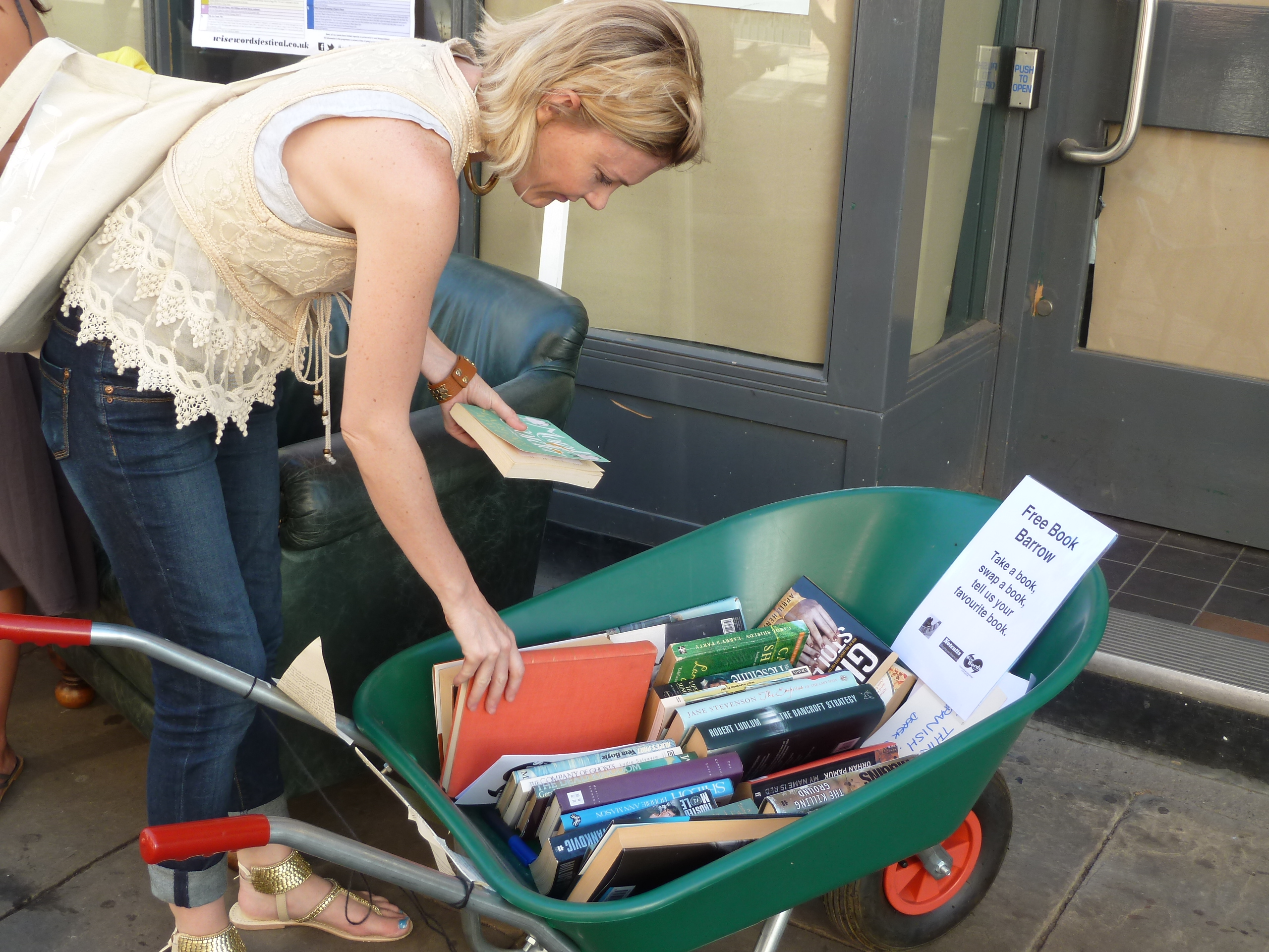 A 'bookbarrow' in action