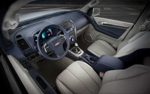 2012 Chevrolet Trailblazer inside'
