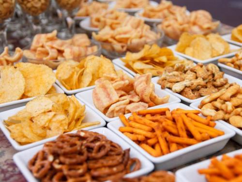 Processed Snacks Market'