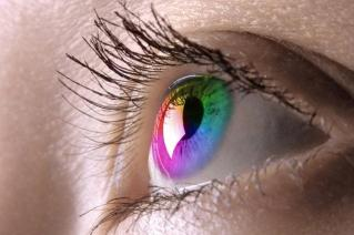 Now Be a Eye Catcher with Coloured Contact Lenses'