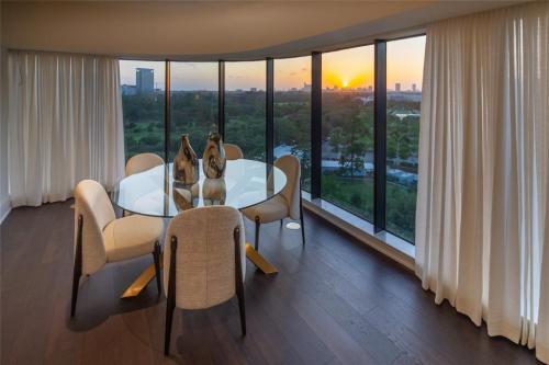 Houston full amenity high rise condos'