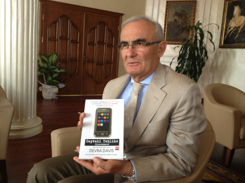 Gov. Hussein with Disconnect Book'