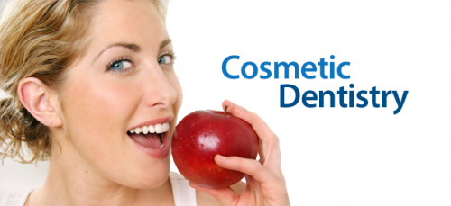 A Cosmetic Dentist Gives A Beautiful Smile'