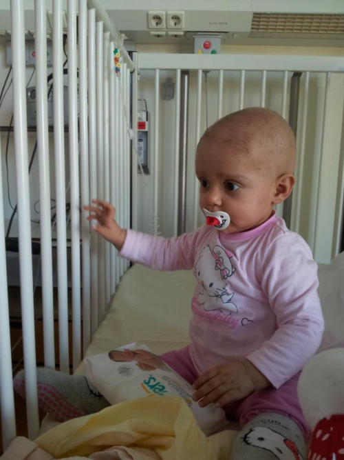 Emergency campaign !: Little Madalena has a tumor.'