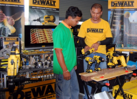 Tool Tech explaining tool to Buriram customer
