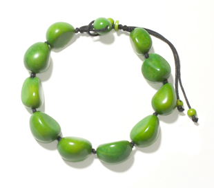 Bold Tagua-Nut-Necklace made by Colombian craftswomen.