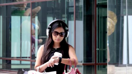 Headphones with integrated Smartwatch'