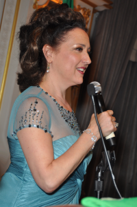 Award-winning Singer/PBS-TV host Cristina Fontanelli