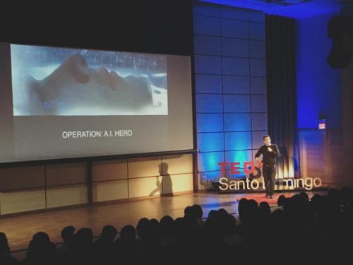 David Simpson speaking at Tedx in Santo Domingo.'